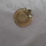 SALE Golden Mesh Brooch ~ Wide Brimmed Hat Motif ~  Lovely