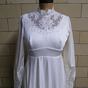 1950's-60's..Vintage Wedding Gown Of Tricot With Lace Accents.. Neck & Sleeves..Clean Conditio