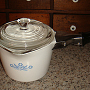 Excellent Corning Ware 32 Oz/4 Cup P-55-B Blue Cornflower Pouring Sauce Gravy Pot With Black &