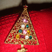 SALE Gold Tone Reticulated Filigree Christmas Tree Brooch Multi-Colored Stones