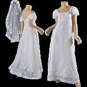Vntg Priscilla of Boston 1960's Wedding Gown w / Veil  S-M