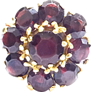 Vintage Italian 18 K yellow gold Garnet cluster ring with makers mark 6.6 g