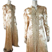 1930's Vintage Embroidered Peach Silk And Lace Morning Robe