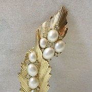 SALE Vintage Trifari Leaf Brooch Pin with Simulated Pearls and Rhinestones in Gold Tone †...