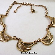 SALE Vintage Copper Tone Scalloped Leaf Necklace