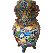 Large Satumsa Vase with Raised Decorations including Court People