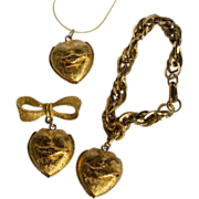 Winner: Aladdin Casino Brushed Gold Tone Jewelry Set