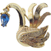 Sweet small figural Swan Brooch