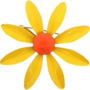 1970's classic yellow metal daisy Brooch