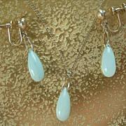 14K Gold Jade Drop Earrings Pendant Necklace Vintage Set Classic