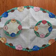 Arts And Crafts Vintage Appliqued Linen Centerpiece Doilies Set