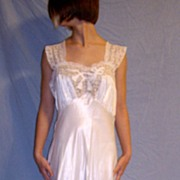 Vintage 1930 Godfried Rayon White Bridal Wedding Nightgown NEW Size 36 Lots of Lace