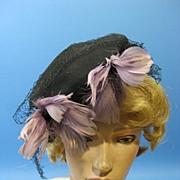 Vintage hat tilt top feathers w net 1940s B2283E