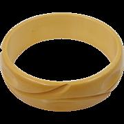 Creamed Corn Bakelite Finger Print Carved Bangle Bracelet