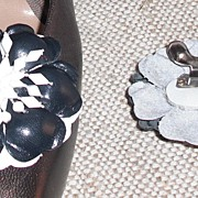MUSI Shoe Clip – Navy/White Leather Flower