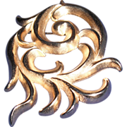 Vintage Gold Cast Metal Erwin Pearl Brooch Pin