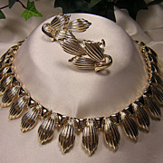 Lovely 1950's Coro Gold-tone Necklace & Earrings Demi