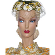 Vintage 1960s Daisy Hat With Accents of Yellow and Green