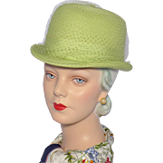 Vintage 1950s Key Lime Green Straw Derby Style Hat