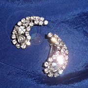 SALE Fifties Rhinestone Earrings in Paisley Shape
