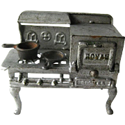 Royal Cast Iron Stove With Opening Oven and Two Cast Iron Pans / Miniature Cast Iron ...