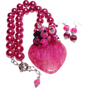 SALE Bright Fuchsia Druzy Heart on Matching Shell Pearl Necklace/Earring Set