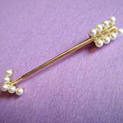 Beautiful Arrow Brooch - Pearl & 14K Gold