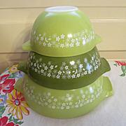 Pyrex Crazy Daisy Spring Blossom 3pc Nesting Mixing Bowl Set