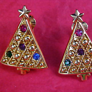 SALE Sparkling Rhinestone CHRISTMAS TREE Clip Earrings - Gold Plate