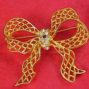 SALE Charming Pave  Diamante & Ruby Red Rhinestone Filigree Gold Plate BOW Brooch/Pin
