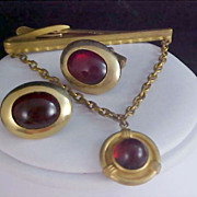 SALE HICKOK Ruby Red Art Glass Cabochon Tie Clasp & Cuff Links - Gold Plate