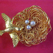 SALE Gold Plate Bird ~  Gilt Gold  WIRE NEST ~Simulated Pearls Brooch - Unsigned Jeanne