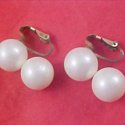 SALE RICHELIEU Simulated DOUBLE Pearl 1950's Clip Earrings