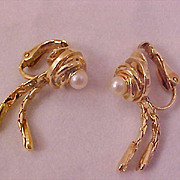 SALE Mid-Century ~ Cultured Pearl~Gold Plate ~ Mesh Dangle Clip Earrings
