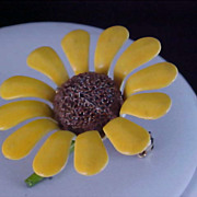 SALE BEAUTIFUL DAISY - All Metal Yellow Petal & Brown Cabochon Center Brooch
