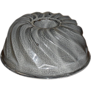 c. 1890 Gray Graniteware Turk's Head Cake / Jelly Mold