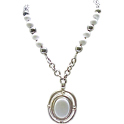 02 - Chunky Silvertone & White Dauplaise Necklace