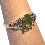 Delicate Fashion Travel Ring – Faux Green Amethyst