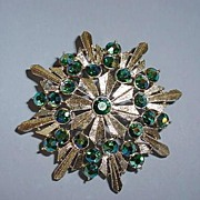 VINTAGE Gold Radiating Star Brooch with Aurora Borealis Sparkling Green Sets.