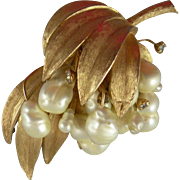 Vintage Kramer Faux Freshwater Pearl Brooch with Matching Clip-on Earrings