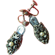 Adorable-1930's intricate Shoe earrings