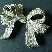 Signed- large Barrera-bow-Pin