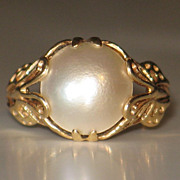 Beautiful Vintage Mabe Pearl 14k Yellow Gold Ring.......Butterfly Motif.