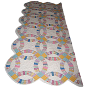 Antique quilt Double Wedding Ring pattern