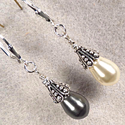 VENUS At A Mirror Earrings Swarovski White & Black Pearls Silver