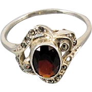 Modern estate sterling silver garnet ring