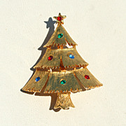 SALE Vintage Signed JJ Rhinestone Christmas Tree Pin