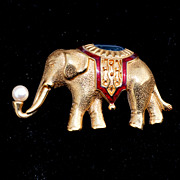 SALE Vintage 1980's Signed MONET Large Elephant Pin, Enamel and Faux Pearl