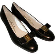 SALE Ferragamo Black Patent Leather Lillaz Low Heeled Pumps with Vara Bow - 8 1/2 AAA