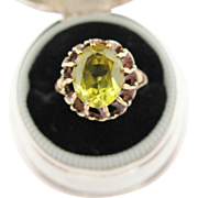 Vintage 10K Yellow Gold Ring With Yellow Green Center Stone